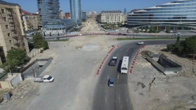 Ağ şəhər-də inşa olunan yeni piyada keçidinin inşası tamamlanır