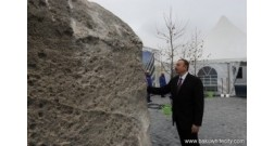 Ильхам Алиев принял участие в церемонии закладки фундамента «Баку Белого города»
