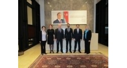 Член парламента профессор Чарльз Хендри посетил офис Baku White City