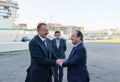 President Ilham Aliyev and French President Francois Hollande reviewed the French Lyceum within Baku White City project